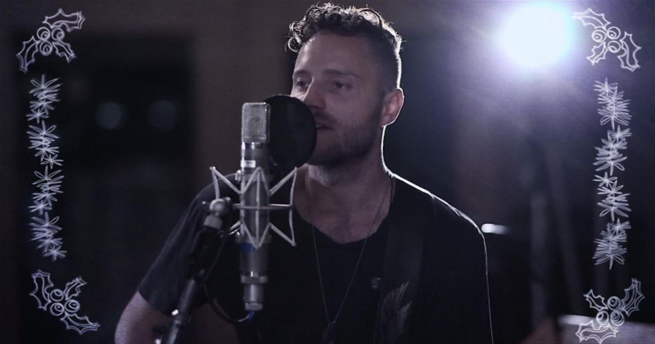 Dan Bremnes - Jingle All The Way (Acoustic)