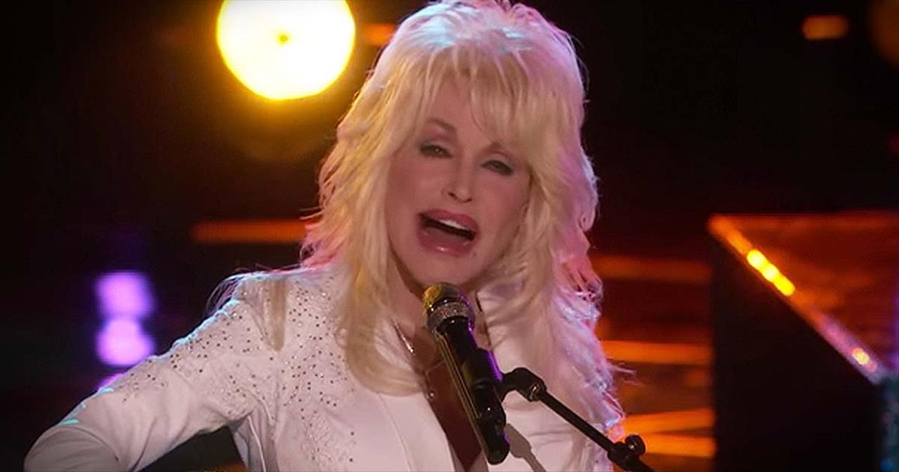 Heartfelt Performance Of 'Coat Of Many Colors' From Dolly Parton