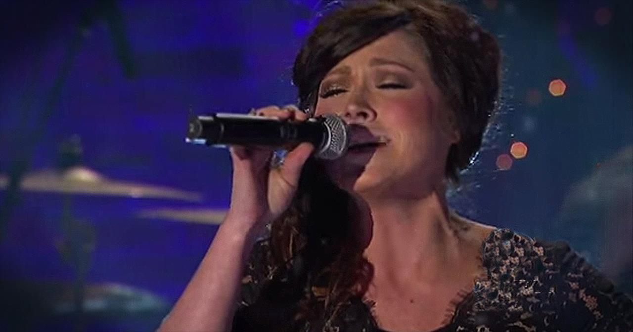 'O Holy Night' – Live Performance From Kari Jobe