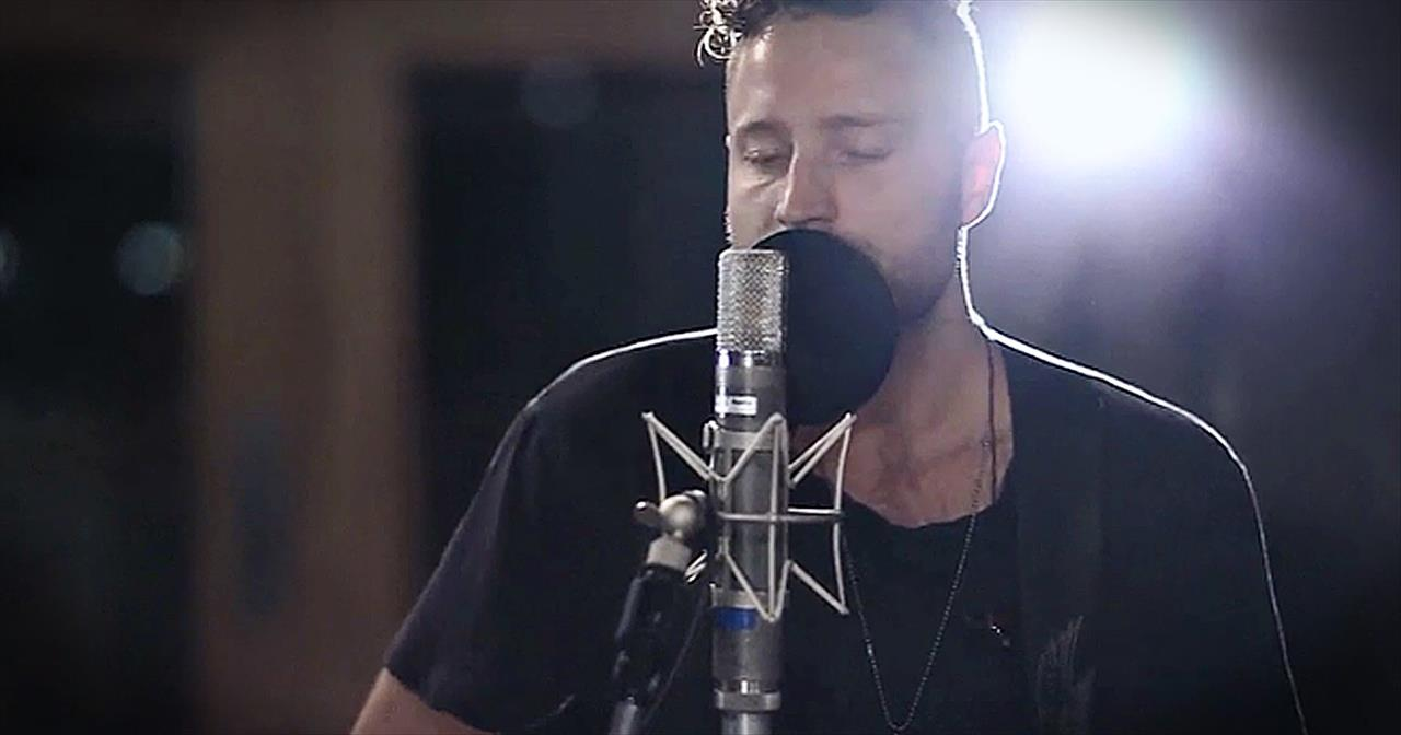 'Photograph' - Incredibly Beautiful Acoustic Performance From Dan Bremnes