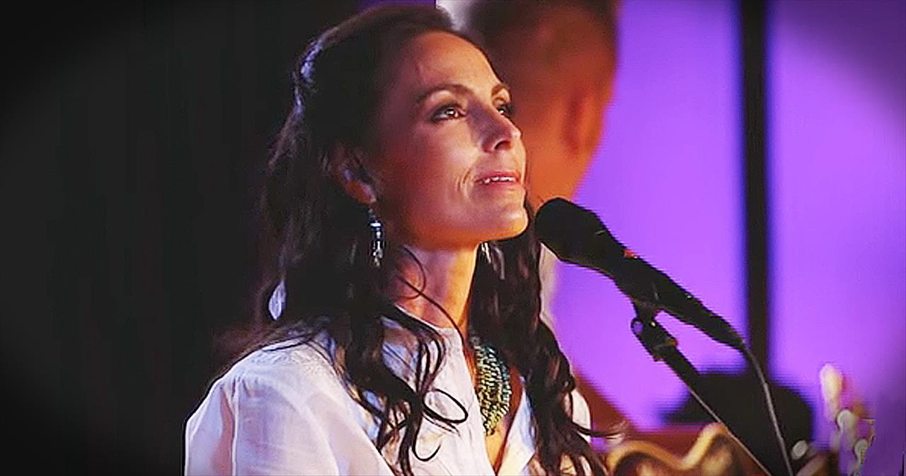 Joey and Rory Beautifully Sing 'Jesus Paid It All'