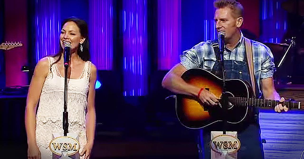 Daughter Joins Joey+Rory On Stage For 'If I Needed You'