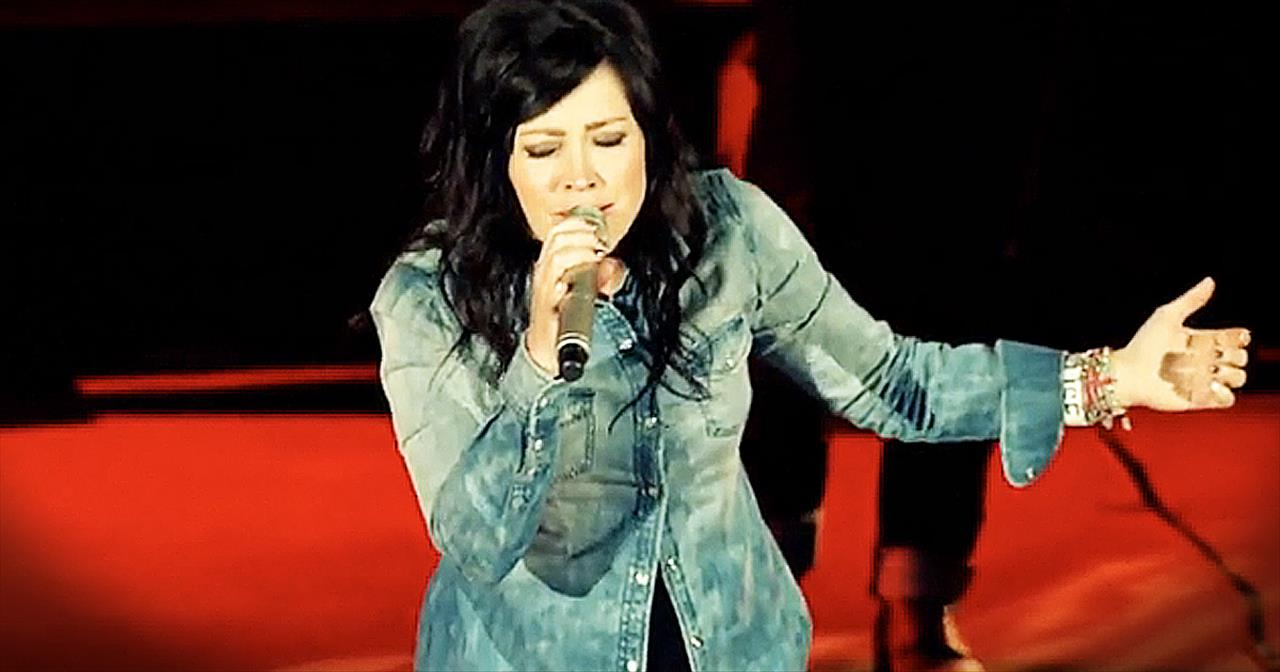 'Revelation Song' - Chris Tomlin And Kari Jobe Perform Brilliant Duet