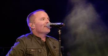 Beautiful Live Performance of 'White Flag' by Chris Tomlin