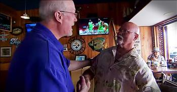 2 Friends Have Heartwarmin Reunion At Bar 40 Years Later