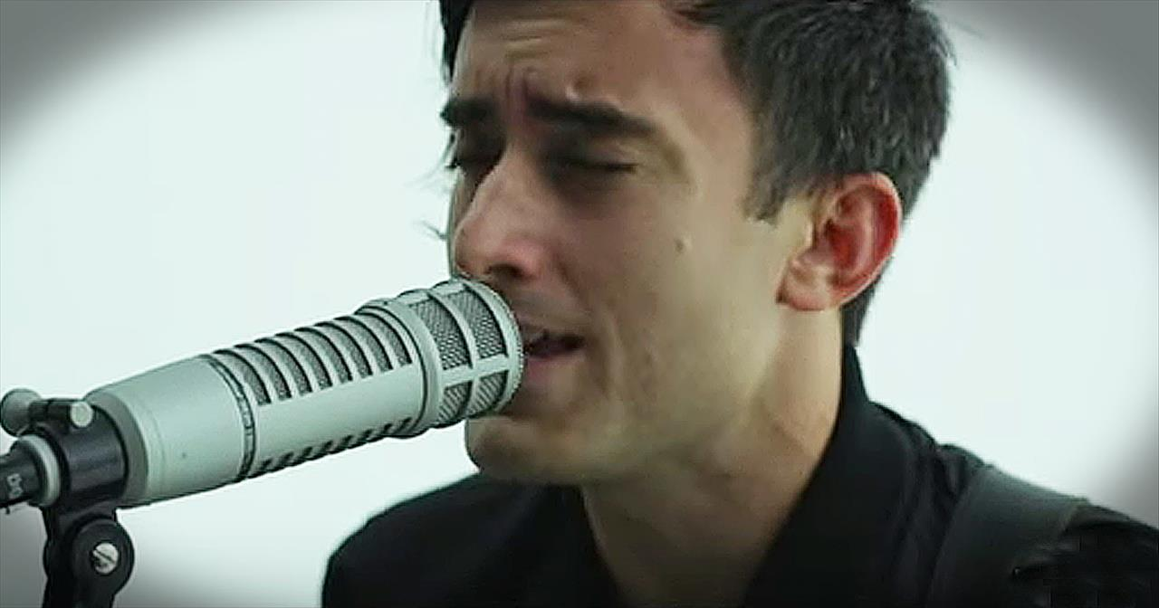 'Your Love Awakens Me' - Acoustic Performance From Phil Wickham