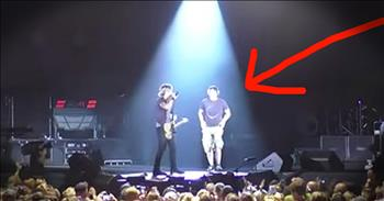Country Singer Pulls Fan On Stage For Epic Guitar Performance