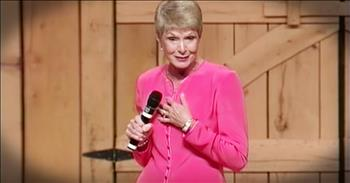 Hilarious Jeanne Robertson Tries To Hang A Picture With Left Brain - LOL!