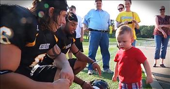 2 College Football Players Help Grandma Save Toddler Locked In Hot Car