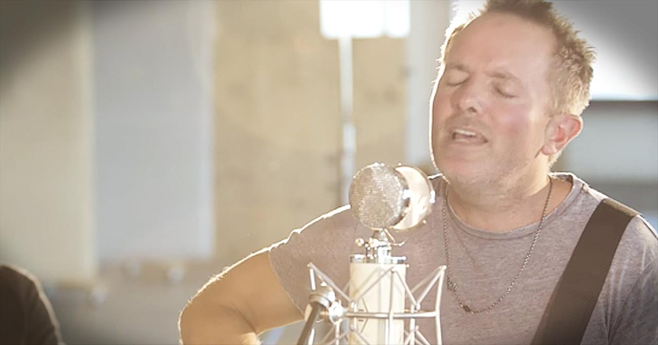 'Jesus' - Amazing Chris Tomlin Acoustic Performance