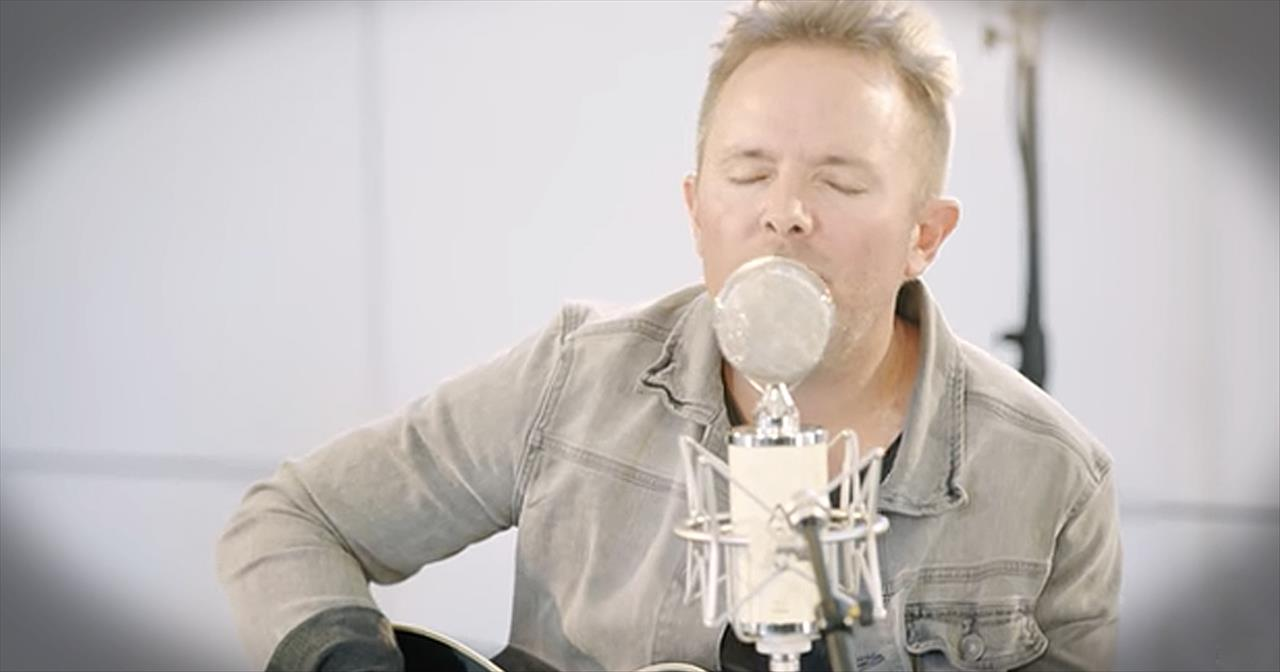 Chris Tomlin Performs 'God Of Calvary' At New Song Cafe