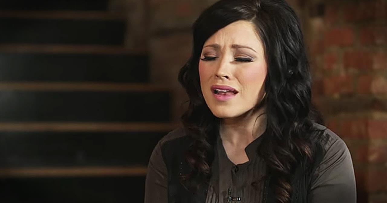 'I Am Not Alone' - Beautiful Kari Jobe Performance