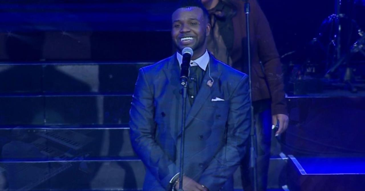 'Jesus Reigns' - Stirring Live Performance by VaShawn Mitchell and Tasha Cobbs