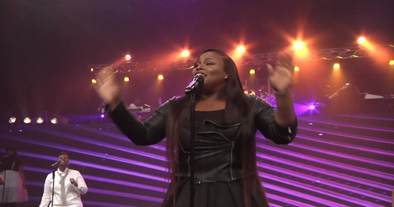 Beautiful Live Performance of 'Immediately' by Tasha Cobbs