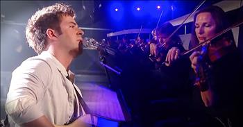Contestant Stuns Simon With 'Hallelujah'