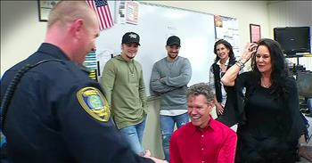 Randy Travis Gives Police Officer Guitar After House Fire