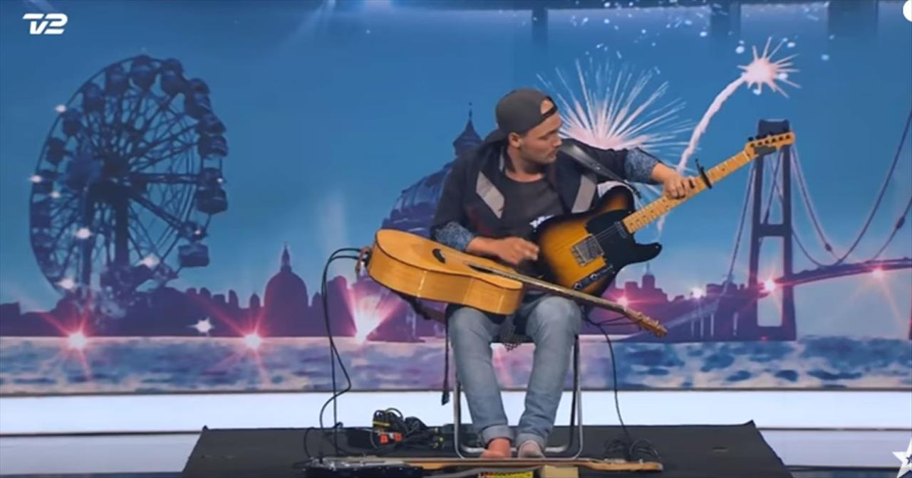 Musician+Playing+3+Guitars+At+Once+Stuns+The+Judges+With+His+Unique+Audition