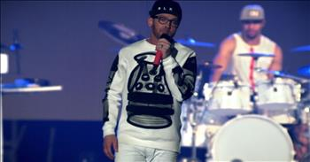 TobyMac+-+Funky+Jesus+Music+(Live)+ft.+Hollyn