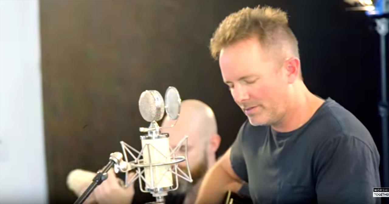 Chris Tomlin Gives Acoustic Performance Of 'Yes and Amen' at New Song Cafe