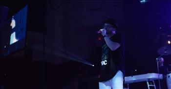 TobyMac - Lights Shine Bright (Live) ft. Hollyn