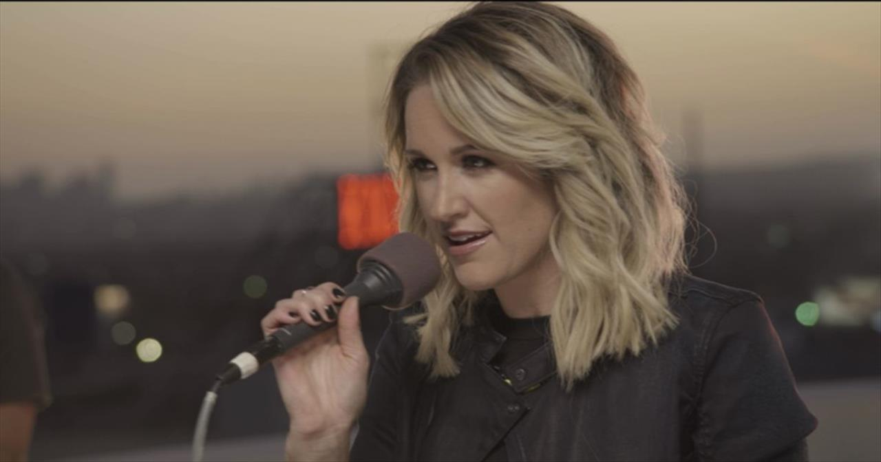 'Be The Change' - Powerful Live Performance from Britt Nicole