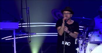 TobyMac Gives Prayerful Performance of 'City On Our Knees'
