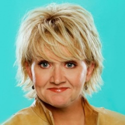 Chonda Pierce Cohosts 43rd Annual Dove Awards