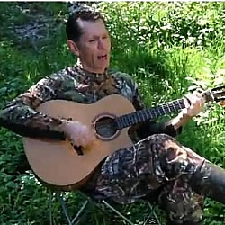 "Duck Dynasty fan Tim Lovelace performs ""I Can't Even Grow a Beard"""