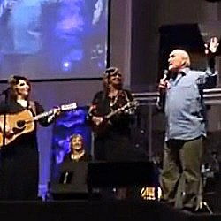 NFL Legend Terry Bradshaw Joins the Isaacs Onstage