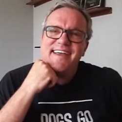 Mark Lowry Drops By the Homecoming Office