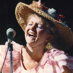 Chonda Pierce Honors Minnie Pearl