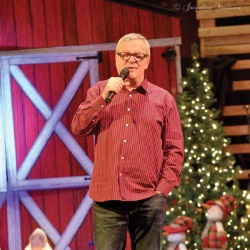 Mark Lowry Brings Christmas Cheer to 150 Foster Children