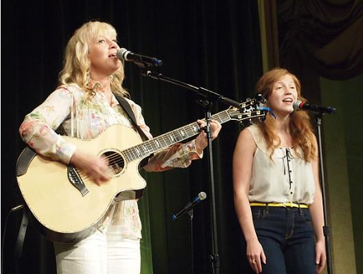 Solveig Leithaug sings with talented daughter Kari