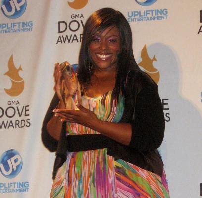 Mandisa wins the Uplift Award