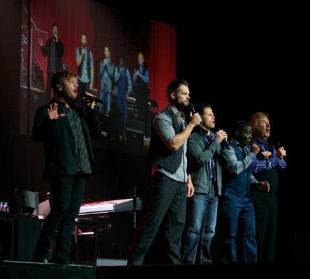 GVB on stage … maybe David forgot his deodorant? :)