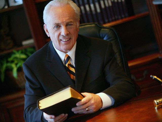 Portraits of Grace with John MacArthur